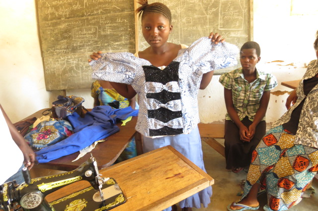 women and young girls learn to sew , with the support of FFC to OEFED Organisation in kinshasa 2013